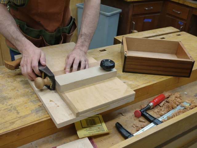 how to build a model train table